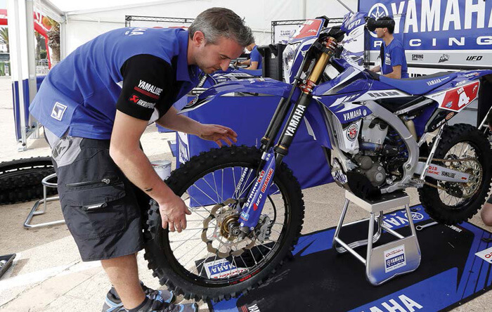profession   m u00e9canicien officiel du team yamaha enduro